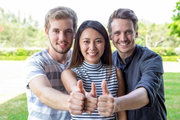 tham gia nhóm và hoạt động xã hội để bớt nhớ nhà