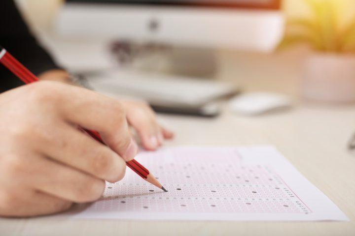 act một trong những bài kiểm tra khi đi du học
