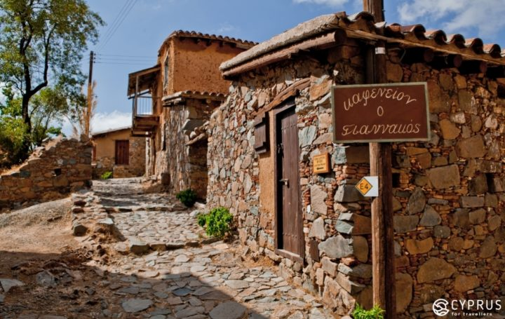 làng Fikardou